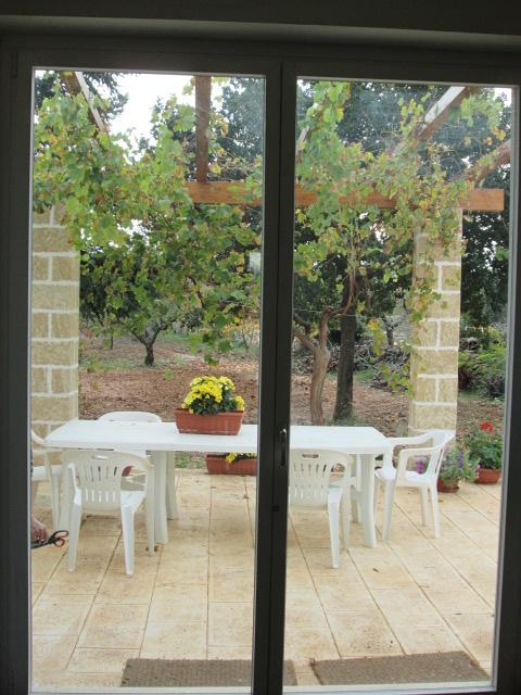 interni la cucina cornice della porta-finestra